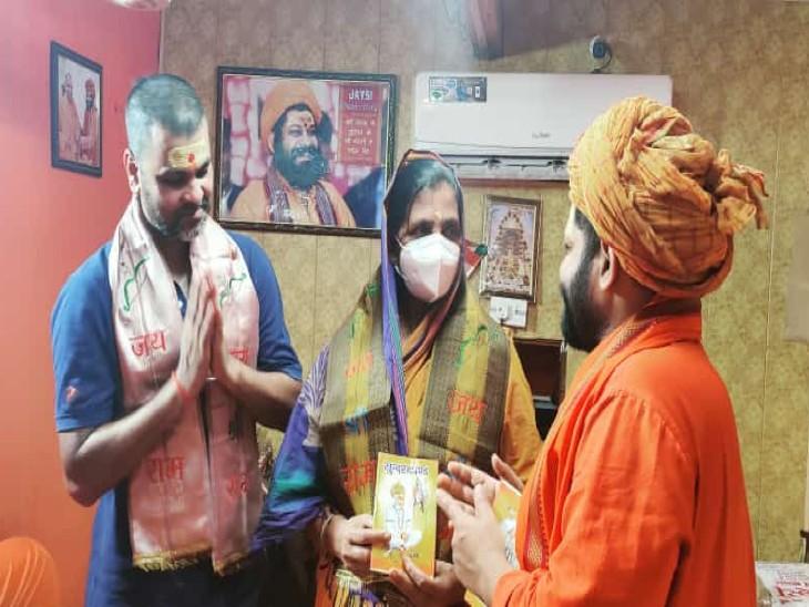 इंटरनेशल क्रिकेटर आरपी सिंह ने अपनी मां के साथ हनुमानगढ़ी में किया दर्शन-पूजन; नहीं लगा सके रामलला के दरबार में हाजरी|लखनऊ,Lucknow - Dainik Bhaskar