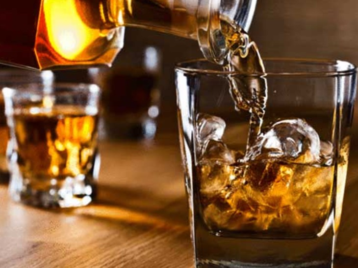 कैमूर में शराब के साथ तस्कर को पुलिस ने किया गिरफ्तार, 114.8 लीटर शराब बरामद, बोलेरो भी जब्त बिहार,Bihar - Dainik Bhaskar
