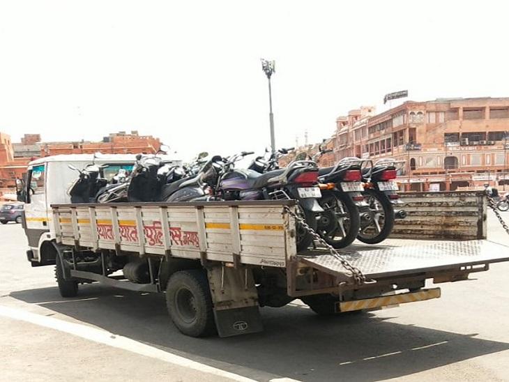 गाइड़लाइन की पालना नहीं करने वालों से सौ करोड़ रुपए से अधिक का जुर्माना वसूला, जयपुर में ही 5 करोड़ 35 लाख का जुर्माना वसूला, 3.93 लाख चालान किए जयपुर,Jaipur - Dainik Bhaskar