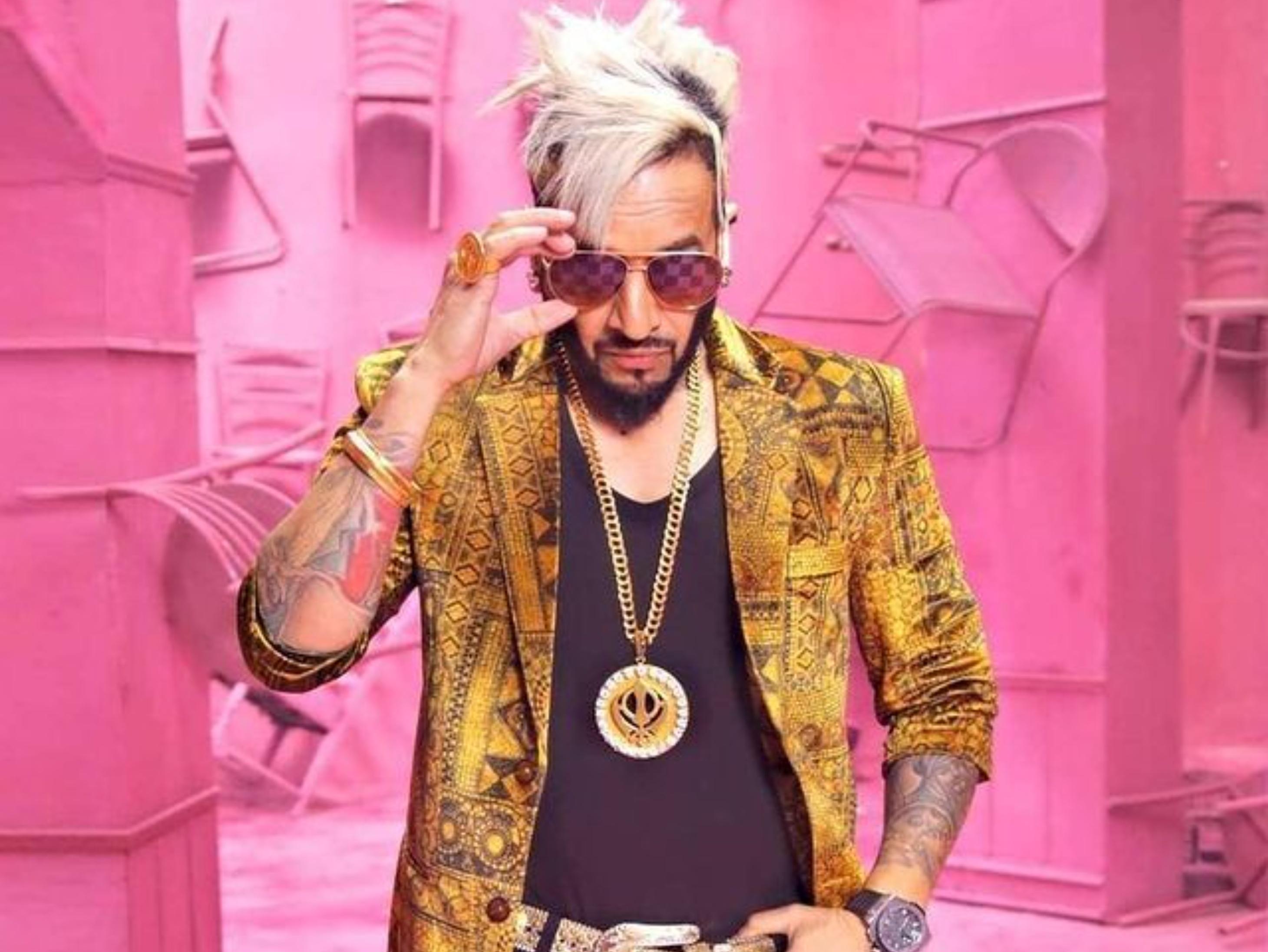 Punjabi rapper songwriter Jazzy B Twitter account geo restricted on legal request by Indian Government   किसान आंदोलन के समर्थक रहे पंजाबी सिंगर जैजी बी का ट्विटर अकाउंट हुआ जियो रिस्ट्रेक्टेड
