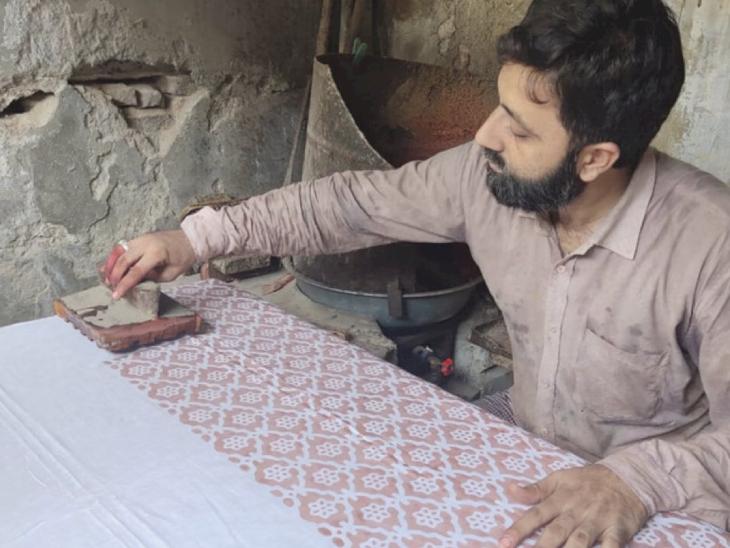 अभी तक 20 आर्टिस्ट इससे जुड़े चुके हैं। जो खुद के रोजगार के साथ छोटे-छोटे कारीगरों को भी जीविका चलाने में मदद कर रहे हैं।