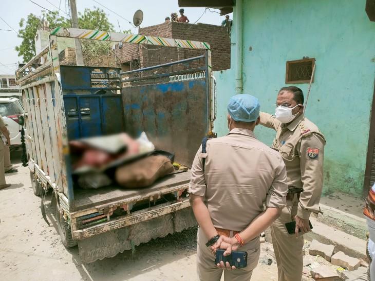 घर में मीट के कारोबार की सूचना मिलने पी की पुलिस ने कार्रवाई। - Dainik Bhaskar
