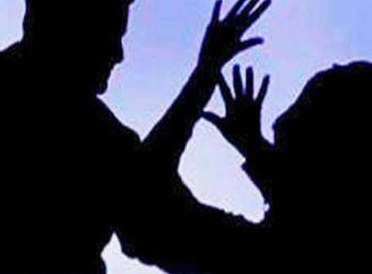 नाइट शिफ्ट में 25 साल की नर्स को अकेली देख बिगड़ी डॉक्टर की नीयत, जबरन चैंबर में ले जाकर दुष्कर्म किया|जयपुर,Jaipur - Dainik Bhaskar
