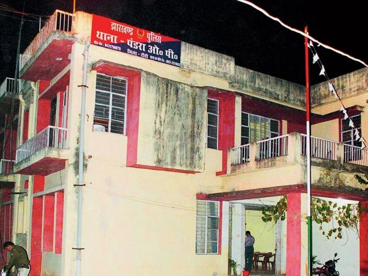 रांची में 10 साल से पत्नी के साथ रह रहा था, रोज करता था मारपीट; नाराज पत्नी को मायके पहुंचा कर अपने कमरे में फंदे से लटक गया|रांची,Ranchi - Dainik Bhaskar