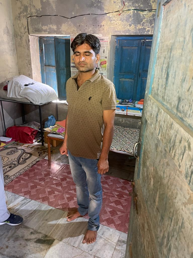 मनरेगा टांके में हाजिरी व मजदूरी चढ़ाने के बदले मांग रहा था 2500 रुपए, LDC रंगे हाथों गिरफ्तार बाड़मेर,Barmer - Dainik Bhaskar