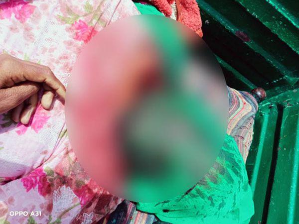 गांव भाई बख्तौर में हत्या के बाद पड़ी गुरमीत की पत्नी बिंदर कौर की लाश।