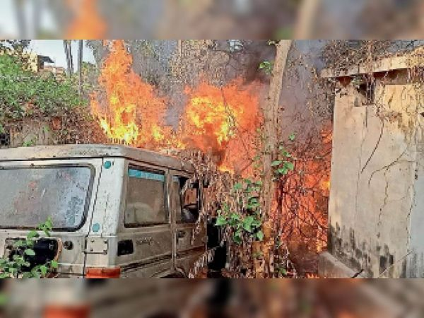 पुलिस लाइन के गैरेज में खड़ी जिप्सी में 5 साल पहले लगी आग, अब मुकदमा दर्ज; आग लगी या लगाई को स्पष्ट करने में लगा समय होशंगाबाद,Hoshangabad - Dainik Bhaskar