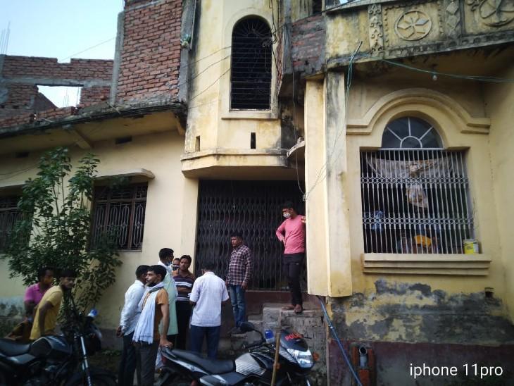 घटना से मुहल्ले में दहशत, अपराधी क्यों बमबारी की घटना को अंजाम दिए इसकी जांच कर रही पुलिस गोपालगंज,Gopalganj - Dainik Bhaskar