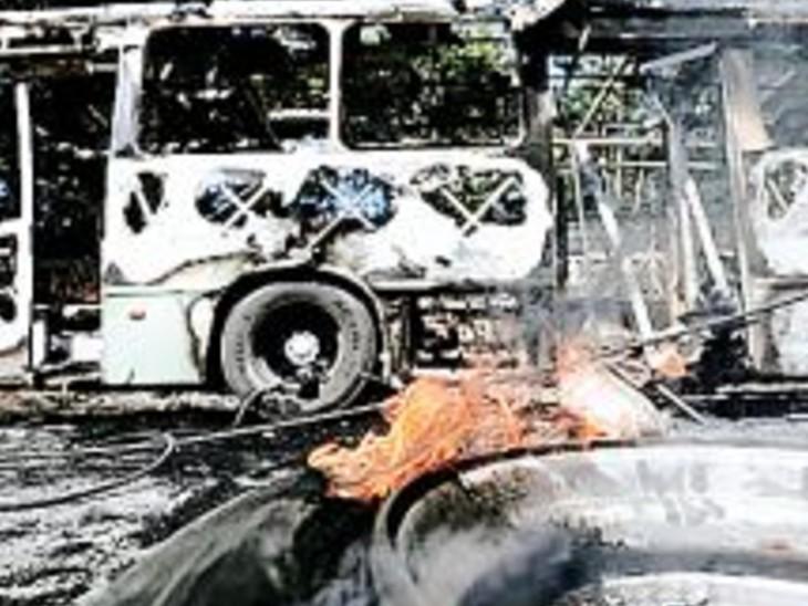 एनकाउंटर में सरगना ढेर, गुस्साए तस्करों नेे बसें फूंकीं; डर इतना कि स्कूलों समेत पूरा शहर बंद|विदेश,International - Dainik Bhaskar