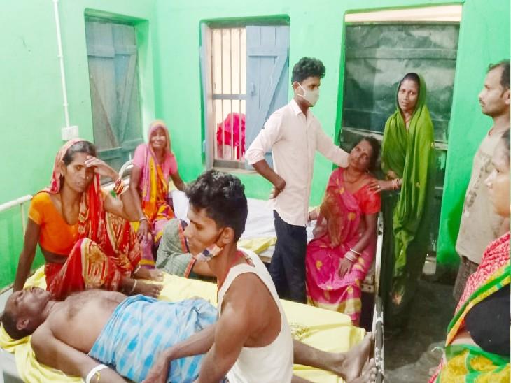 आपसी रंजिशदो पक्षों में भिड़ंत, दोनों ओरसे जमकर बरसी लाठियां; 2 की हालत गंभीर, चौकीदार के बेटे पर हत्या का आरोप मधुबनी,Madhubani - Dainik Bhaskar