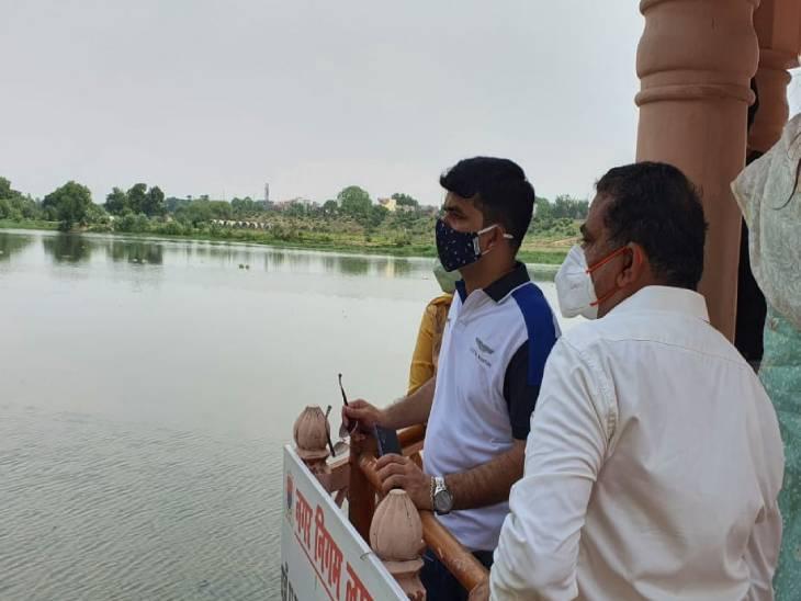 गोमती की सफाई व्यवस्था देखने निकले नगर आयुक्त को हर जगह दिखी गंदगी, गोमती किनारे प्लास्टिक से पटी नजर आईं सडकें लखनऊ,Lucknow - Dainik Bhaskar
