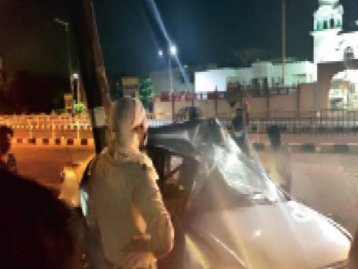 बीआरटीएस पर कारों की रेस; खंभे में घुसी कार, युवक घायल इंदौर,Indore - Dainik Bhaskar