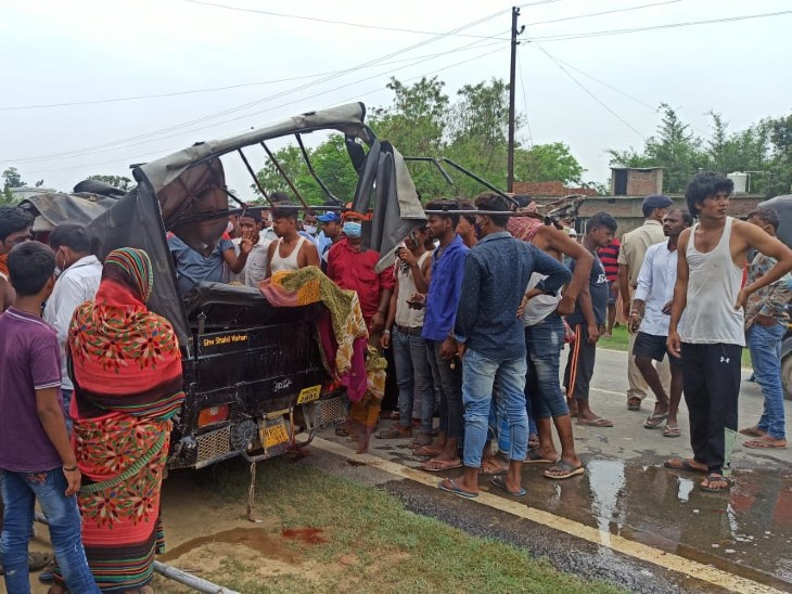 दरभंगा में पिकअप वैन ने टेंपो को रौंदा; 2 लोगों ने टेंपो के अंदर ही तोड़ा दम, टेंपो सवार घायल DMCH रेफर दरभंगा,Darbhanga - Dainik Bhaskar