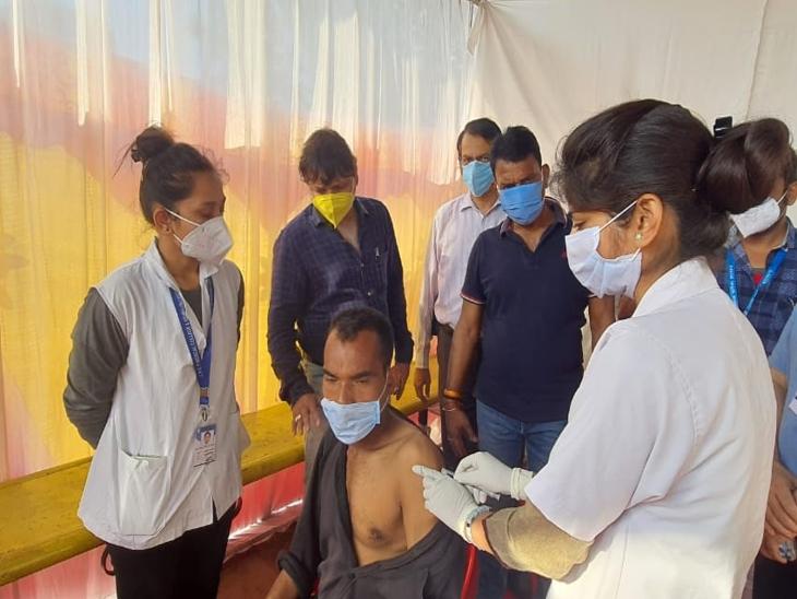 शहर के सभी बाजारों में लगेगा वैक्सीनेशन कैंप; व्यापारियों ने बनाए कड़े नियम, बिना वैक्सीन लगवाए काम पर नहीं रखेंगे इंदौर,Indore - Dainik Bhaskar