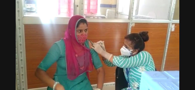 18 प्लस वालों 6 वार्डो में हुआ टीकाकरण, संबंधित वार्ड के लोगों को ही लगा टीका, मौके पर मौनिटरिंग के लिए नियक्त रहे अधिकारी|बाड़मेर,Barmer - Dainik Bhaskar