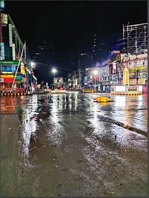 रायपुर में बुधवार रात तेज बारिश हुई।
