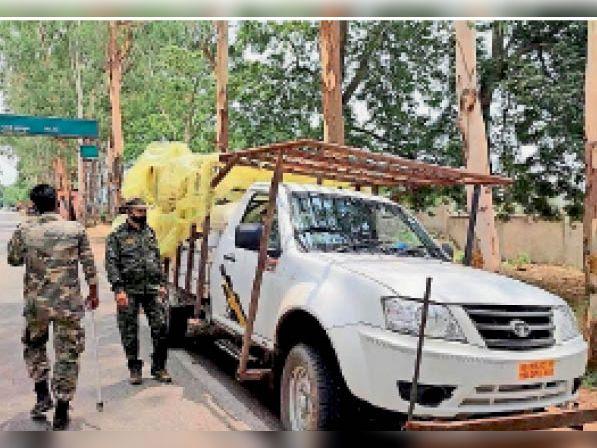 दूसरे राज्यों से लौट रहे मजदूरों को जांच के बाद भेजा जा रहा घर गुमला,Gumla - Dainik Bhaskar
