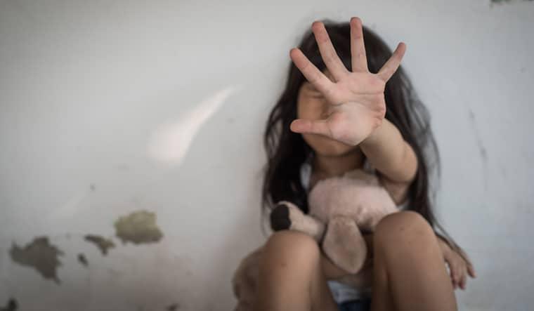 भोपाल में नाबालिग लड़की से दुष्कर्म का पता सात महीने बाद पता चला।- प्रतीकात्मक फोटो - Dainik Bhaskar