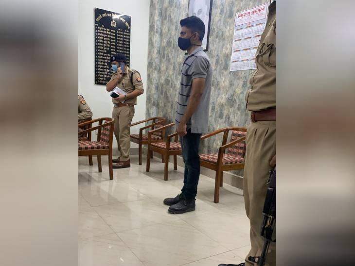 लखनऊ में कैदी के बेटे की हत्या करने वाले सिपाही ने अपनी मां को दी थी जान से मारने की धमकी, पुलिस ने जमा कराया था असलहा|लखनऊ,Lucknow - Dainik Bhaskar
