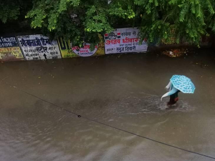 लखनऊ में तेज बारिश से शहर के कई इलाके में भरा पानी, घंटों रही परेशानी|लखनऊ,Lucknow - Dainik Bhaskar