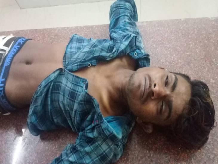 जिला अस्पताल में चोरी का संदेही मृतक।