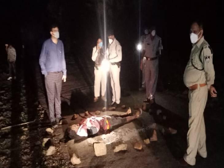 हत्या की खबर पाकर मौके पर पहुंचे एसपी सिद्धार्थ बहुगुणा ने जल्द खुलासे के दिए निर्देश। - Dainik Bhaskar