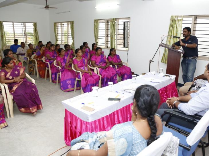 सुजाता की टीम अलग-अलग जगहों पर महिलाओं को अवेयर करने के लिए प्रोग्राम भी आयोजित करती है।
