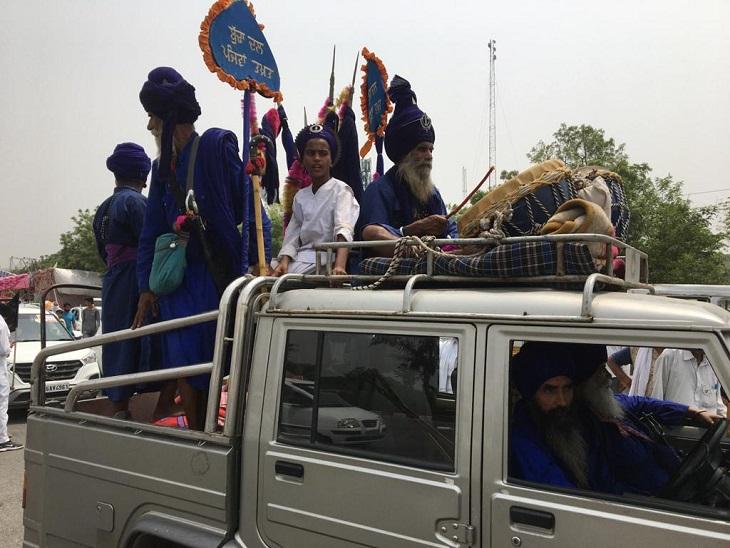 किसानों के दिल्ली कूच में शामिल सिख निहंग।