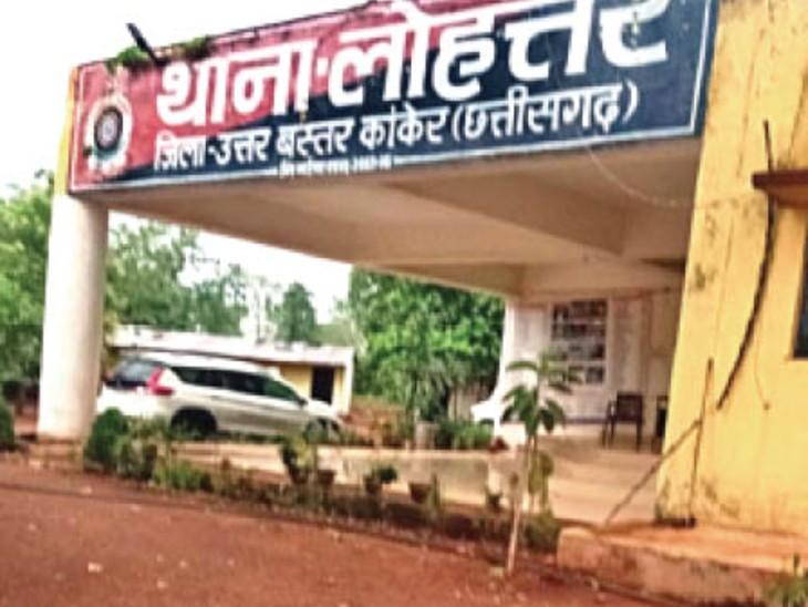 आधे घंटे देर से पहुंचने पर थाना प्रभारी ने सहायक आरक्षक को गालियां देते हुए चप्पलों से पीट डाला कांकेर,Kanker - Dainik Bhaskar