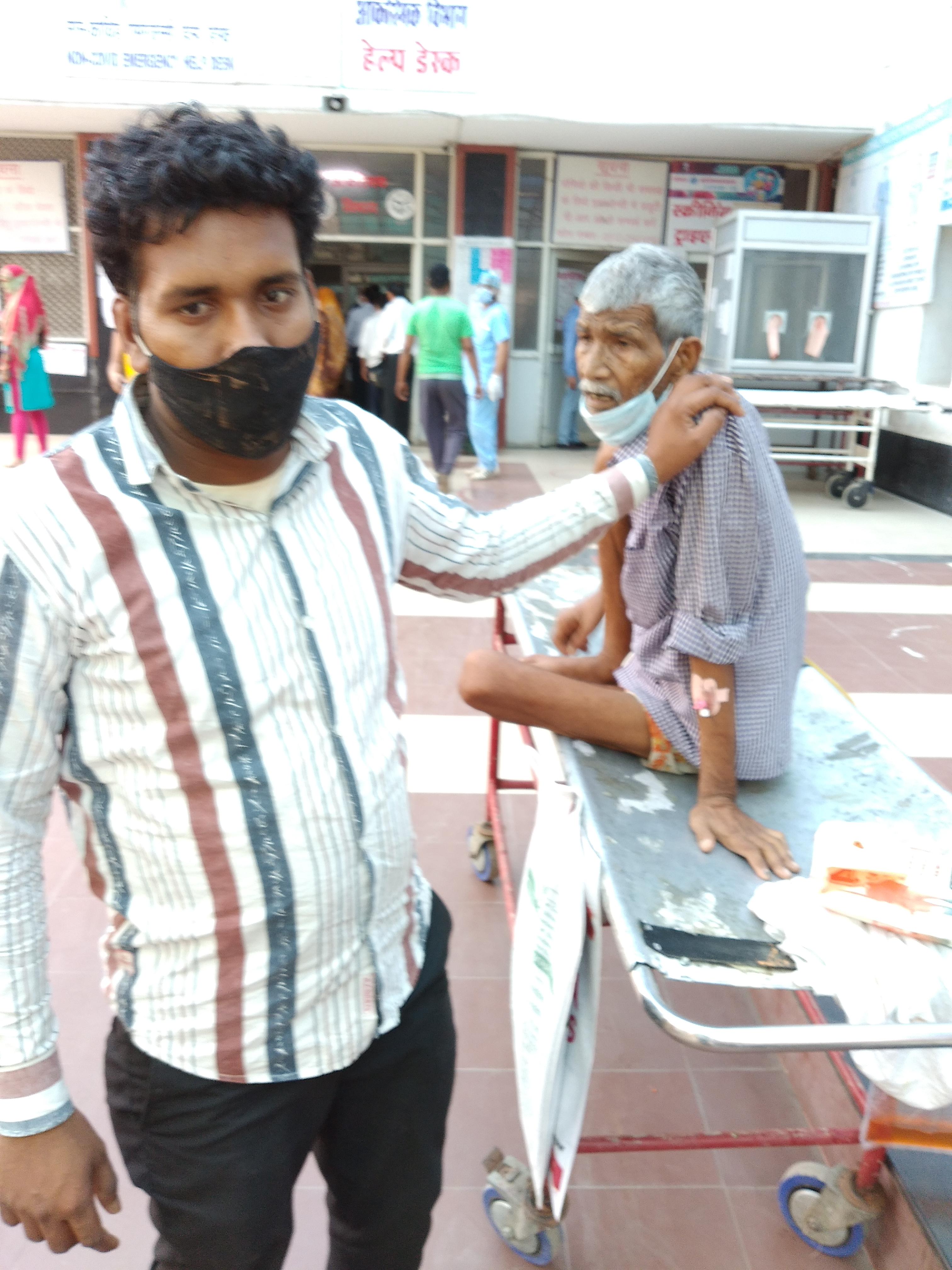 मरीज को तब तक रखे रहे जब तक नहीं हो गया सीरियस, दो दिन में ले लिए पचास हजार रुपए, लापरवाही देख ले जाना पड़ा हैलट अस्पताल|कानपुर,Kanpur - Dainik Bhaskar