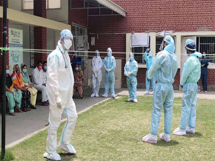 चंडीगढ़ कोविड केयर सेंटर में गूंज रहा संगीत, संक्रमित के साथ PPE किट पहन कर झूमे कलाकार|चंडीगढ़,Chandigarh - Dainik Bhaskar