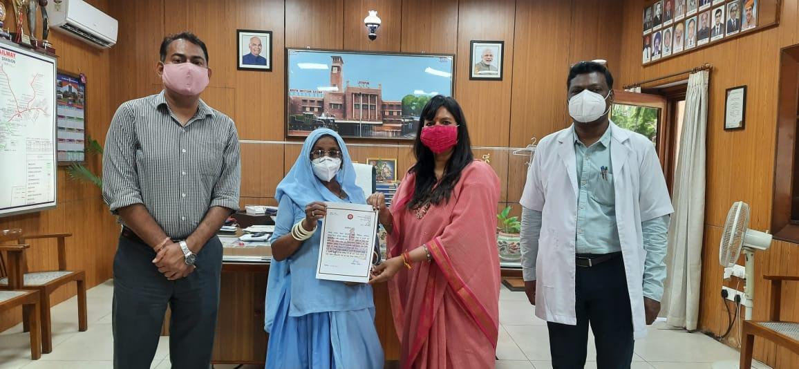 कोरोना के दौरान रेलवे अस्पताल में श्रेष्ठ सेवा देने वाले मेडिकल कर्मियों को मंडल रेल प्रबन्धक ने किया सम्मानित|जोधपुर,Jodhpur - Dainik Bhaskar