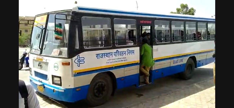 बाड़मेर में सुबह 6 बजे से विभिन्न रूटों पर शुरू हुई बस सेवा, पहले दिन 30 बसों का संचालन, यात्रियों को मास्क पहनाना अनिवार्य बाड़मेर,Barmer - Dainik Bhaskar