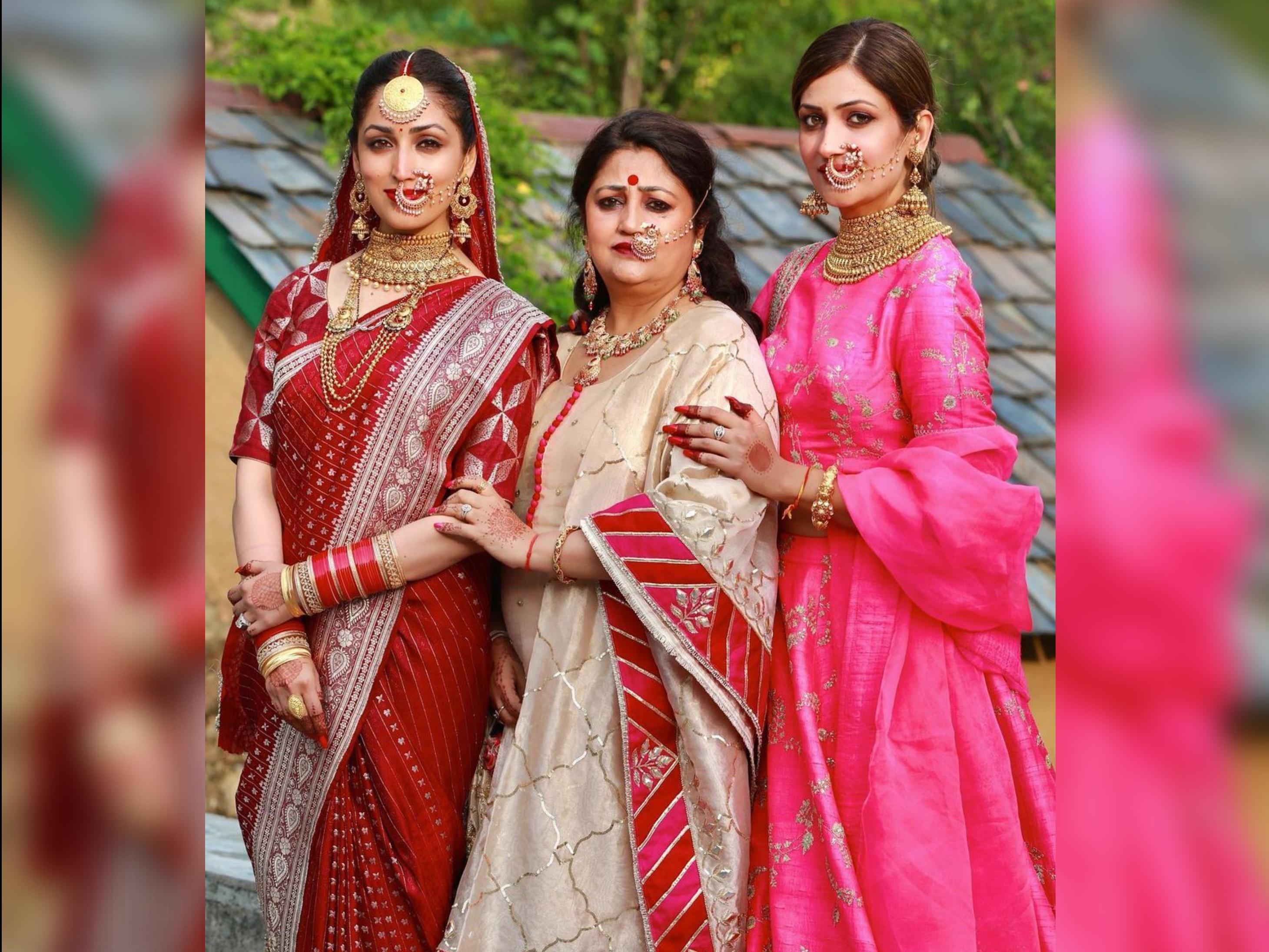 Yami Gautam bridal attire included her mother's 33 year old saree | यामी ने मां अंजलि की 33 साल पुरानी सिल्क साड़ी पहनकर लिए फेरे, नानी की दी हुई चुनरी से कम्पलीट किया लुक