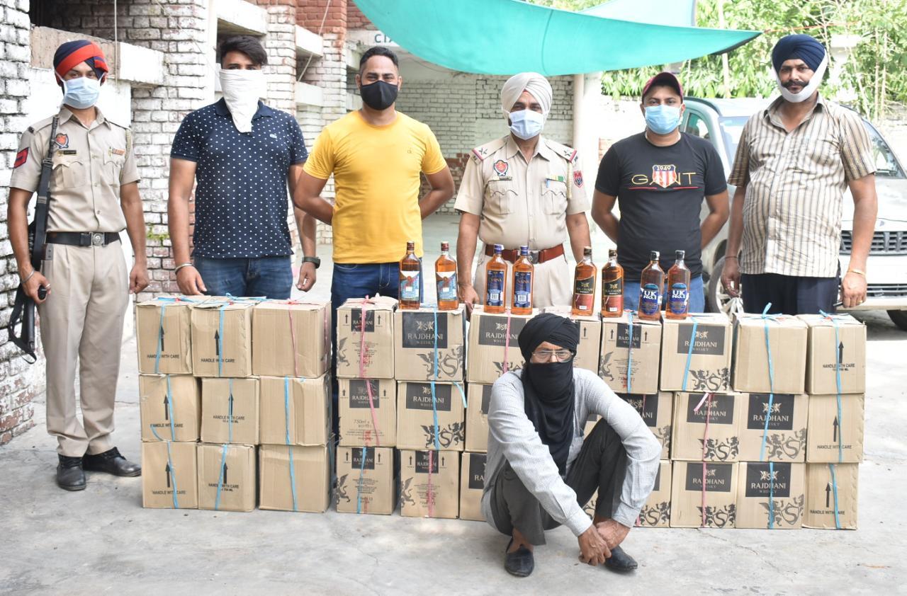 चंडीगढ़ से कैंटर में लादकर लाई जा रही थी सस्ती शराब, 309 पेटी समेत एक तस्कर अरेस्ट जालंधर,Jalandhar - Dainik Bhaskar