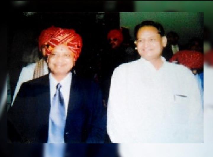 मुख्यमंत्री अशोक गहलोत के साथ डॉक्टर अशोक पानगड़िया। (फाइल फोटो)
