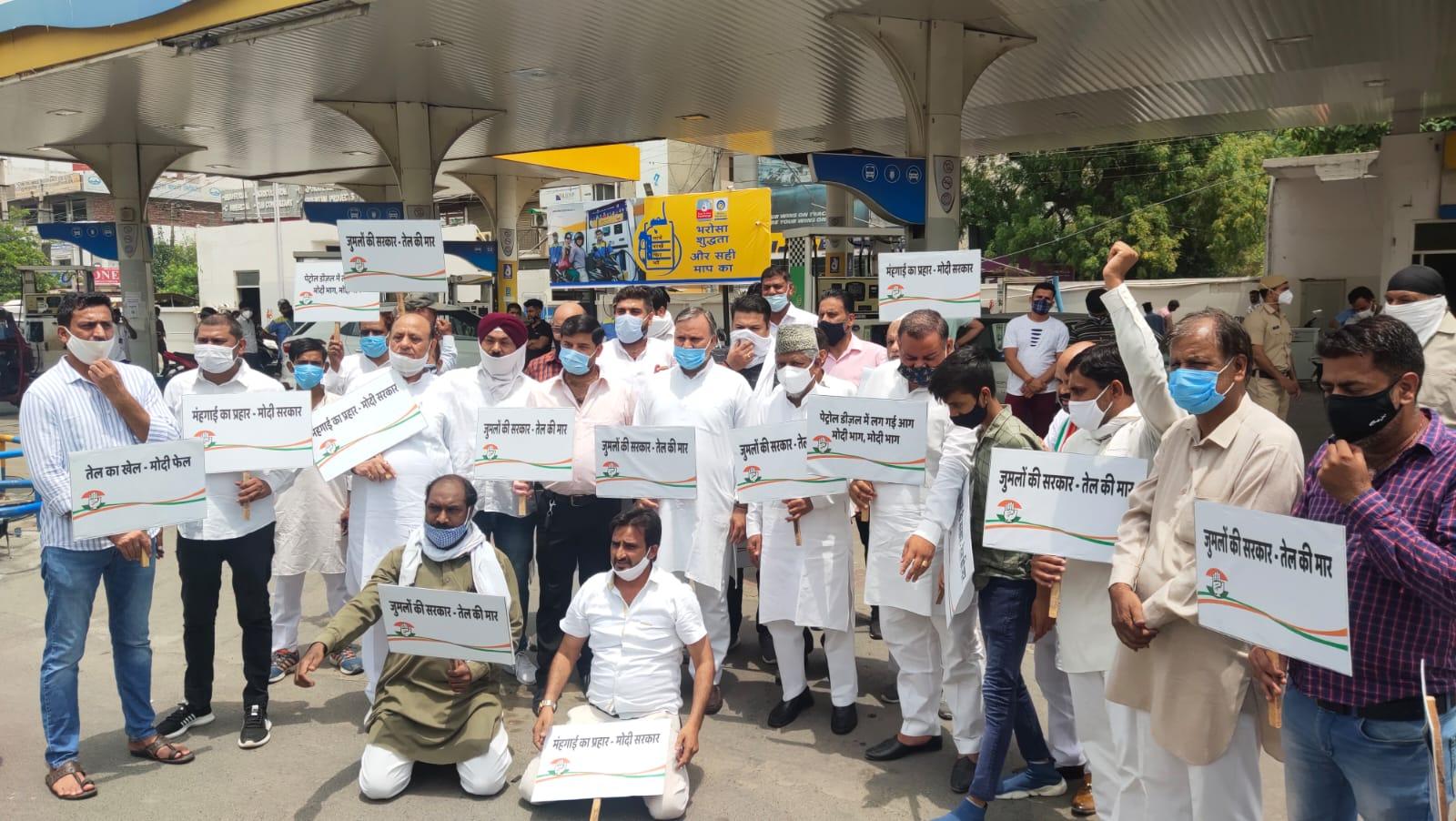 कांग्रेसी बोले: कोरोना में लोग आक्सीजन, बेड, दवाइयों के लिए जूझ रहे थे, अब तेल की कीमतों से परेशान|फरीदाबाद,Faridabad - Dainik Bhaskar