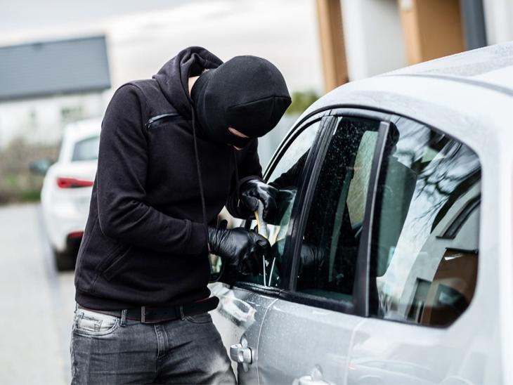 10 Gadgets And Accessories Always Keep Your Car Safe, Not Allow Car To Be Stolen | इनमें से आधी एक्सेसरीज भी कार में लगाई, तो चोर उसके आसपास भी नहीं भटकेगा; चुराना तो दूर एक इंच आगे नहीं ले जा पाएगा