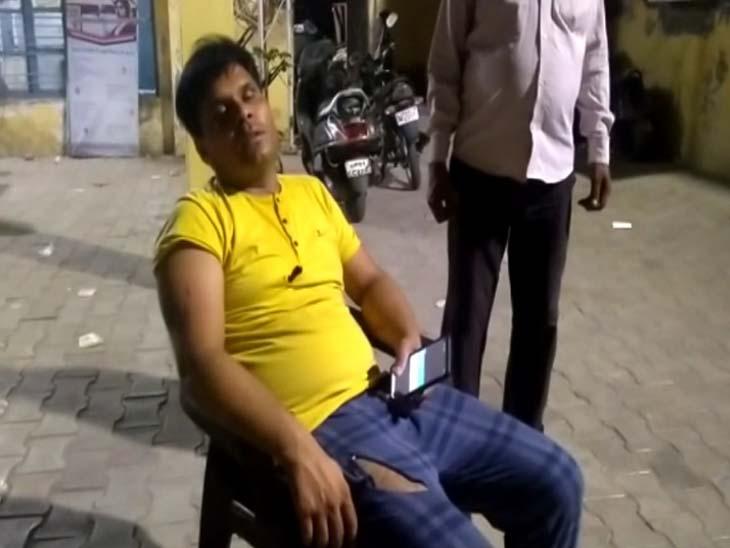 देर रात अज्ञात लोगों ने डॉक्टर को बनाया निशाना, घायल हालत में अस्पताल में भर्ती, गाड़ी बुरी तरह से क्षतिग्रस्त आगरा,Agra - Dainik Bhaskar