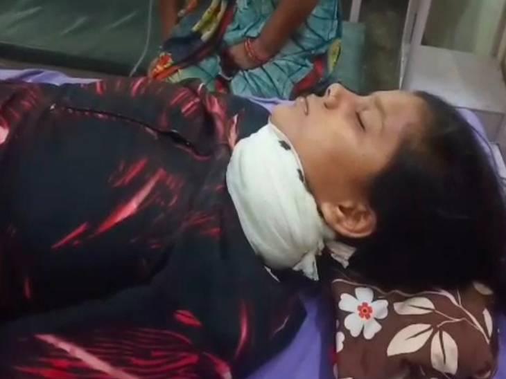 जिला अस्पताल में चल रहा इलाज। लड़की की हालत नाजुक बताई जा रही है।