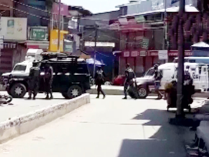बारामूला के सोपोर में आतंकियों ने सुरक्षाबलों पर अंधाधुंध गोलियां बरसाईं; 2 पुलिसकर्मी शहीद, 2 नागरिकों की भी जान गई देश,National - Dainik Bhaskar