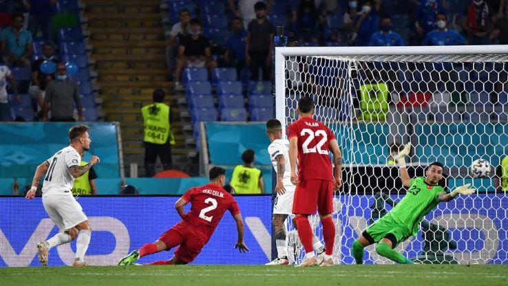सिरो इमोबिल ने 14वां इंटरनेशनल गोल दागा और इटली को 2-0 की बढ़त दिलाई।