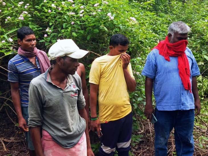तालाब के पास मिला शव, हाथी द्वारा मारे जाने की आशंका; वनपाल का दावा- यह काम जंगली जानवर का नहीं झारखंड,Jharkhand - Dainik Bhaskar