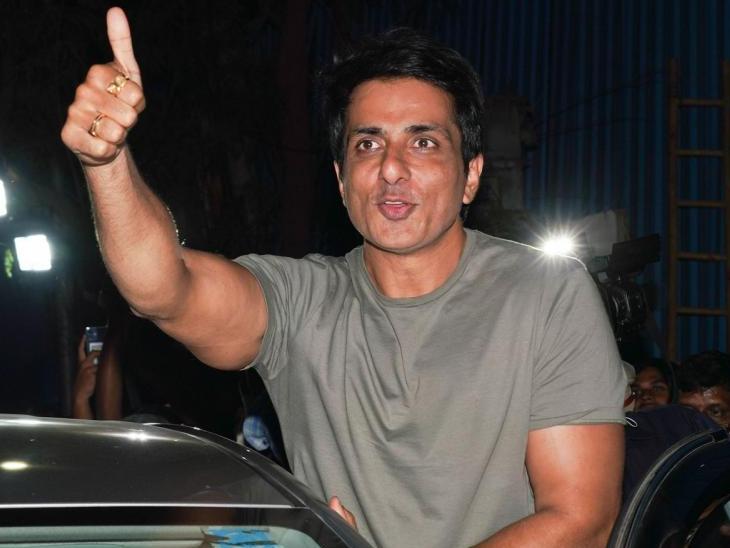 सोनू सूद ने फिल्म संगठनों को दी इमरजेंसी फंड रखने की सलाह, IAS की तैयारी कर रहे स्टूडेंट्स के लिए स्कॉलरशिप लॉन्च की|बॉलीवुड,Bollywood - Dainik Bhaskar