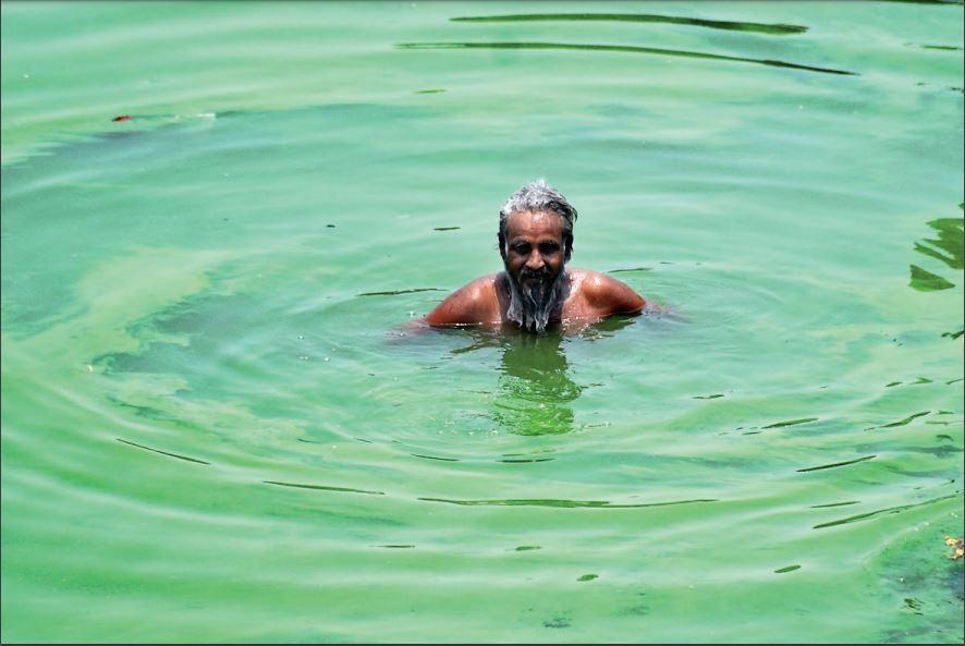 जिला प्रदूषण नियंत्रण कमेटी ने डीएम को सौंपी रिपोर्ट। - Dainik Bhaskar