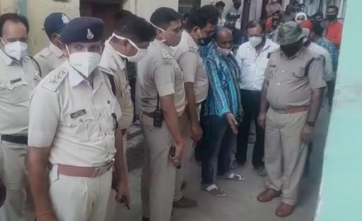 बकरा बांधने की बात पर हुए विवाद में चार आरोपियों ने लात-घूंसों और पत्थरों से पीट-पीटकर व्यक्ति की हत्या कर दी|सागर,Sagar - Dainik Bhaskar