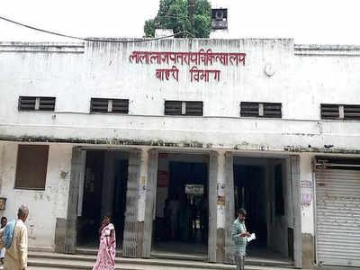 एक्सीडेंट में दोनों पैर गवां चुके युवक को प्लास्टिक सर्जरी की सुविधा नहीं होने का हवाला देकर उर्सला से हैलट, फिर हैलट से किया पीजीआई लखनऊ रेफर|कानपुर,Kanpur - Dainik Bhaskar