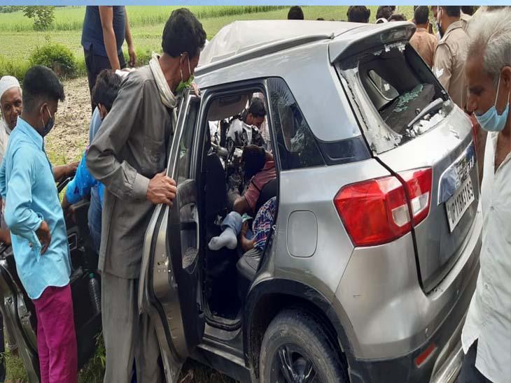 कार और ट्रेलर में हुई जोरदार टक्कर, गाड़ी को काटकर शवों को निकाला गया बाहर,एक घायल|मेरठ,Meerut - Dainik Bhaskar