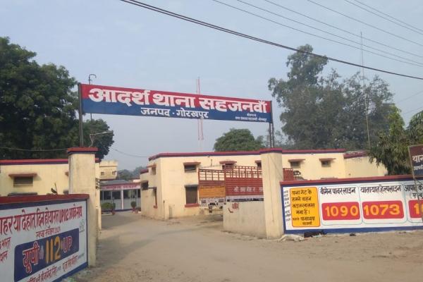 बहन के घर से लौट रहे युवक पर बदमाशों ने किया चाकू से हमला, घायल होने के बाद भी एक बदमाश को युवक ने दबोच लिया|गोरखपुर,Gorakhpur - Dainik Bhaskar