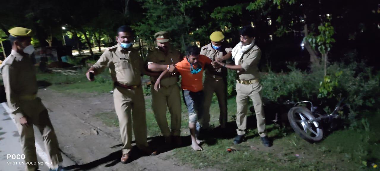 नौकायान पर पुलिस व बदमाशों में मुठभेड़, टॉप 10 हिस्ट्रीशीटर के पैर पर लगी गोली; शातिर चिरई फरार|गोरखपुर,Gorakhpur - Dainik Bhaskar